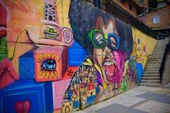 Grafitti i Comuna 13, Medellin Arkivbild