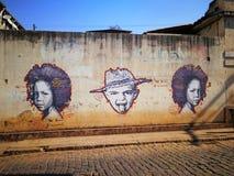 Grafitti i stad av Congonhas Arkivfoto