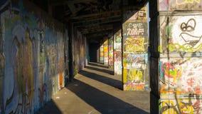Grafitti i Wien på Donaukanalen fotografering för bildbyråer