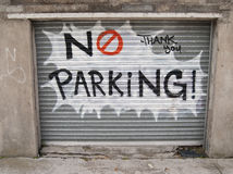 grafitti ingen parkering Arkivfoto