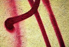 Grafitti målarfärg, gula violetta toner på gamla antika Venetian väggar royaltyfria bilder
