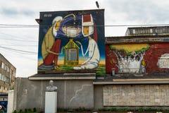 Grafitti Minsk, Vitryssland, Oktyabrskaya gata, gatakonst som göras av den brasilianska konstnären Ramon Martins, Brasilien gata, arkivfoton