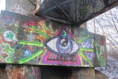 Grafitti nära en gammal järnvägsstation royaltyfri fotografi