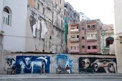 Grafitti och arkitektur i gammal havannacigarr Arkivfoton