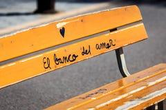 Grafitti på bänk Royaltyfria Bilder
