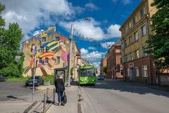 Grafitti på byggnad i Kaunas den gamla staden, Litauen Fotografering för Bildbyråer