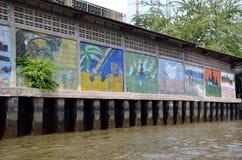 Grafitti på den Bangkok Yai kanalen Arkivbild