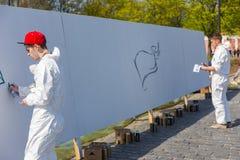 Grafitti på den vita väggen Royaltyfri Bild