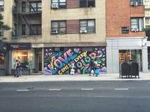 Grafitti på en New York City gata arkivfoton