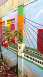 GRAFITTI PÅ EN VÄGG I BANDUNG INDONESIEN Arkivbild