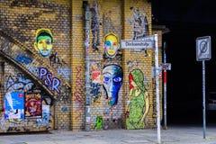Grafitti på en vägg i Berlin Arkivfoto