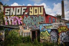 Grafitti på fabrik Royaltyfri Foto