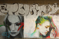 Grafitti på väggen under bron i Poznan, Polen Arkivfoto