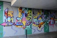 Grafitti som dekorerar en vägg på en gångtunnel i London, royaltyfria bilder