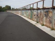 Grafitti täckt bro Royaltyfri Fotografi