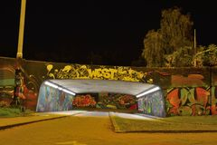 Grafitti zonplanerar kallat björn-buren royaltyfri bild