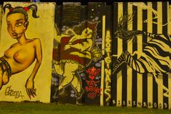 Grafitti zonplanerar kallat björn-buren royaltyfri fotografi
