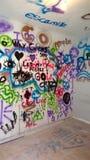 Grafittietikettsvägg arkivfoto