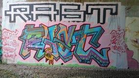 Grafittikonst på bron under A38 Derbyshire Arkivbild