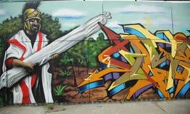 Grafittikonst på den storstads- avenyn i Brooklyn Royaltyfria Bilder