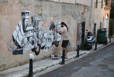 Grafittimålning på den forntida väggen Royaltyfri Bild