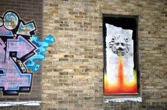 Grafittis bonitos BRITÂNICOS na parede, grafittis de Cambridge da rua Imagem de Stock Royalty Free