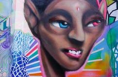Grafittis coloridos em uma parede de tijolo Imagens de Stock