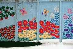 Grafittis da flor em um muro de cimento fotos de stock royalty free