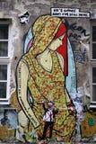 Grafittis da mulher em Berlim, Alemanha Fotos de Stock