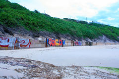 Grafittis da praia fotografia de stock royalty free