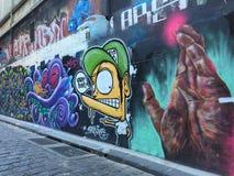 Grafittis do homem amarelo e da mão do polvo Fotos de Stock Royalty Free