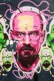 Grafittis do homem em uma parede Imagens de Stock