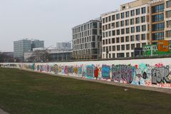 Grafittis do muro de Berlim da zona leste fotos de stock royalty free