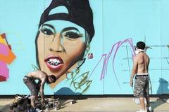 Grafittis dos pintores durante a rua Art Festival Thess Foto de Stock