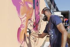 Grafittis dos pintores durante a rua Art Festival Thess Fotografia de Stock