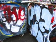 Grafittis em escaninhos de lixo Fotos de Stock Royalty Free