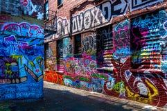 Grafittis em paredes na aleia dos grafittis, Baltimore Fotografia de Stock