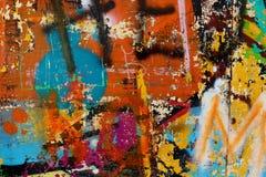 Grafittis em uma parede - detalhe de um grafitti pintado em uma parede Fotos de Stock Royalty Free