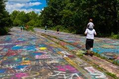 Grafittis na estrada da cidade fantasma do PA Fotos de Stock Royalty Free