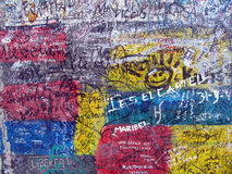 Grafittis no muro de Berlim velho foto de stock royalty free