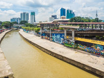 Grafittis urbanos ao longo do rio de Klang, Malásia Imagens de Stock