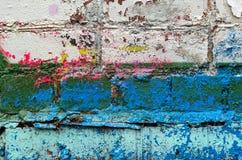 Grafittitegelstenvägg arkivbild