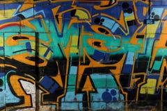 Grafittivägg i övergiven byggnad Arkivbild