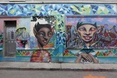Grafittivägg i den kensington marknaden toronto Arkivbild