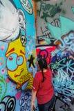Grafittivägg och konstnär Austin Texas Royaltyfri Fotografi