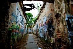 Grafittiväggar i republiken av fjärdedelen för artist's för UÅ-¾upis i Vilnius Litauen arkivfoton
