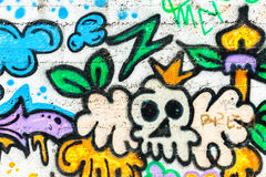 GrafittiväggUrban konst Abstrakt idérikt teckningsmode färgar på väggarna av staden Arkivbild