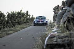 Grafschaft, Duitsland - Augustus 22: Noorse bestuurder ANDREAS MIKKELSEN en zijn bijrijder Ola Floene in Volkswagen Polo R WRC Stock Foto's