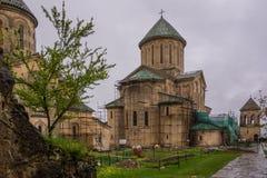 Grafschaftsyard von Gelati-Kloster im kutaissi lizenzfreies stockfoto