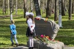 Grafsteen aan de slachtoffers van Nazisme stock fotografie